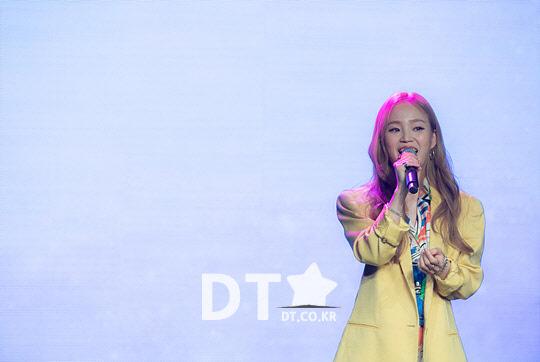 가수 애런 데뷔 쇼케이스, 타이틀 곡 `PUZZLE` 무대 [스타포토]
